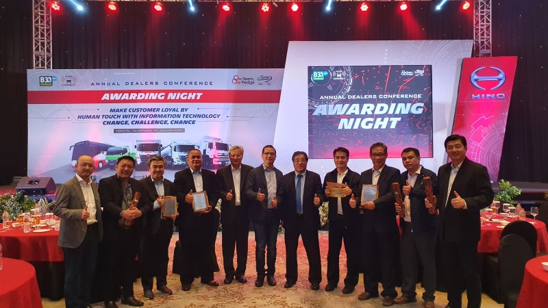 Indomobil Hino kembali meraih Platinum Dealer Grading pada Awarding Night Hino Annual Dealers Conference 2020